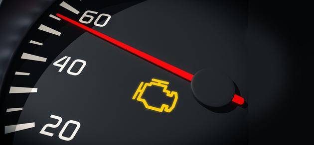 エンジン警告灯が点灯?トラックの走行中に表示された時の対応法