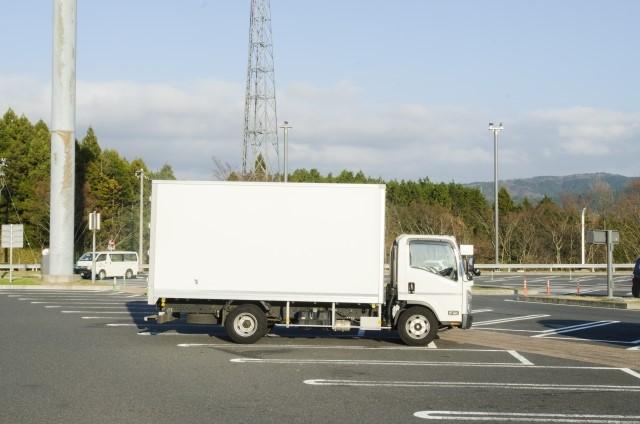 トラック中古と新車の維持費はどのくらいか比較