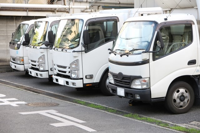 事業用トラックと自家用トラックの違いとは?申請の方法まで解説!