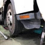 大型トラックの「プシュー」というブレーキ音は異常なの?普通車にはないブレーキの仕組みや種類などもご紹介!