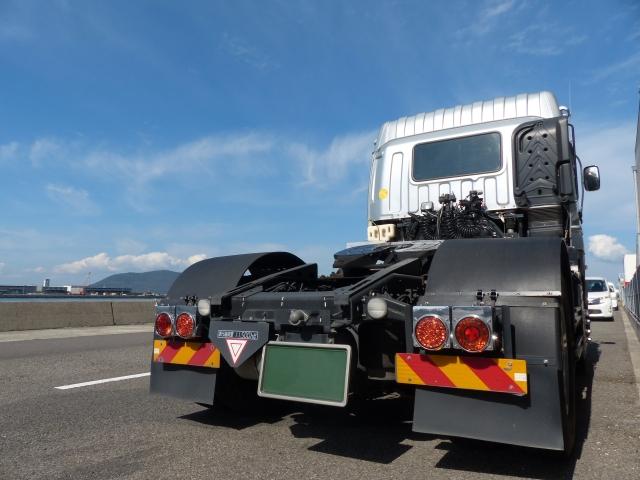 トラクターヘッドの牽引能力は第5車輪荷重で表される