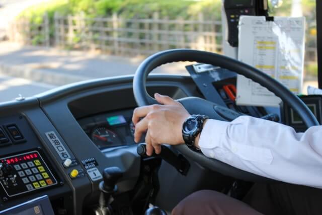 アームロール車の運転や操縦に必要となる資格や免許は?