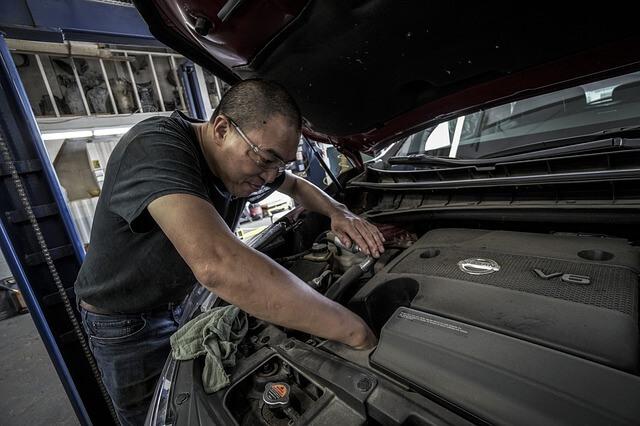 エンジンがかからない!トラックのエンジントラブルの主な原因と応急処置方法とは?