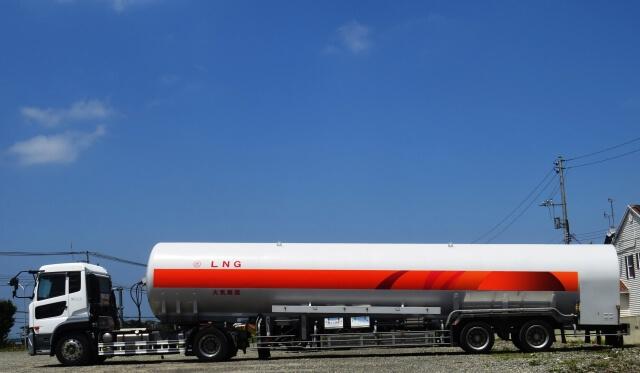 燃料ローリー車に代表されるタンク車の特徴や容量・運転に必要な資格や免許を大紹介!