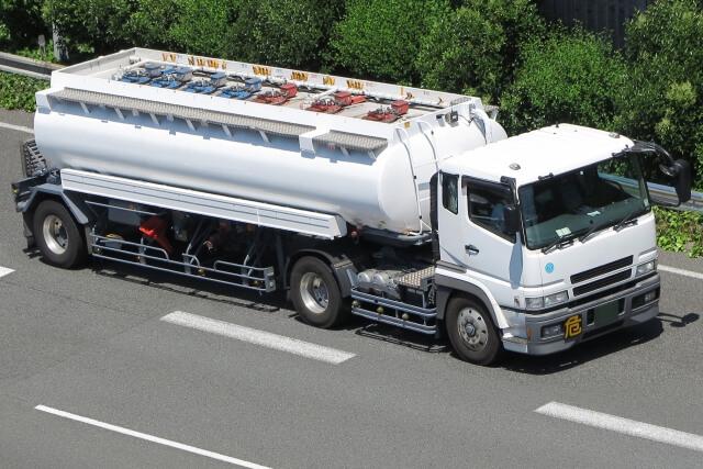 タンク車が活躍するフィールドは?