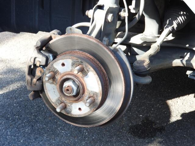 トラックを安全に減速・停車させるブレーキとは?