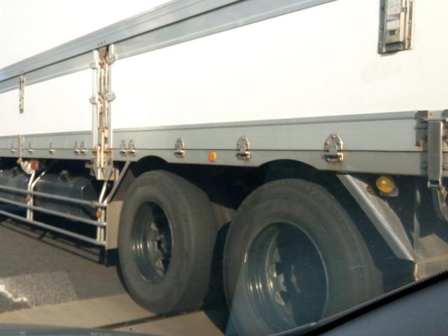 放置すると車両火災に繋がりかねない?危険なトラックのブレーキ引きずりとは?