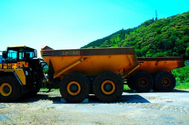駆動輪の多い4WDはトラックの駆動システムに適している?