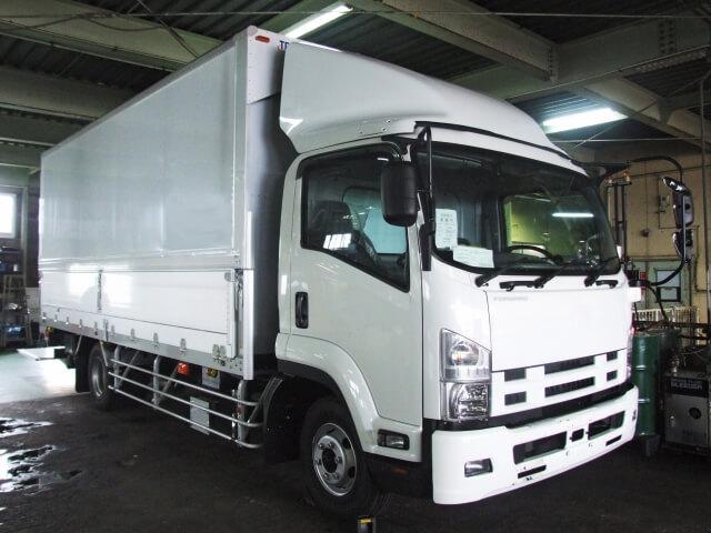 トラックのホイールアライメント不調で生じる主な症状や危険性、発生原因と予防策とは?