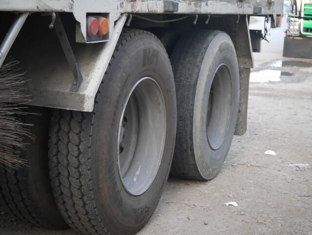 摩耗タイヤは危険!トラックのタイヤ交換時期の見極め方と摩耗タイヤが危険な理由とは?