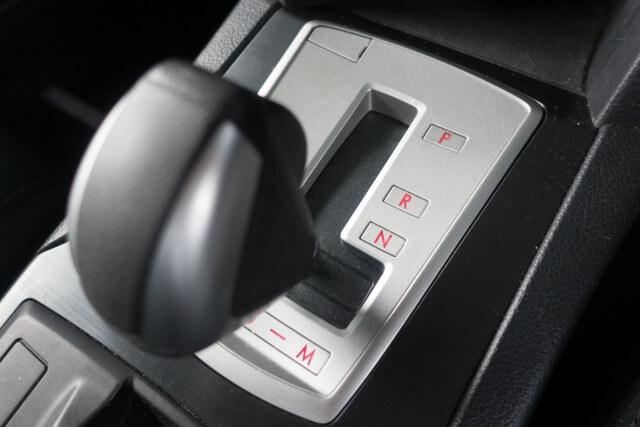 技術革新でトラックへの導入が進むセミオートマとは?