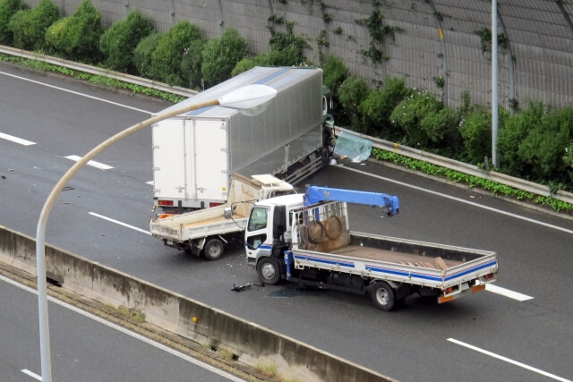 トラック事故の傾向とは?主な発生原因や事故当事者にならない運転方法を大紹介!