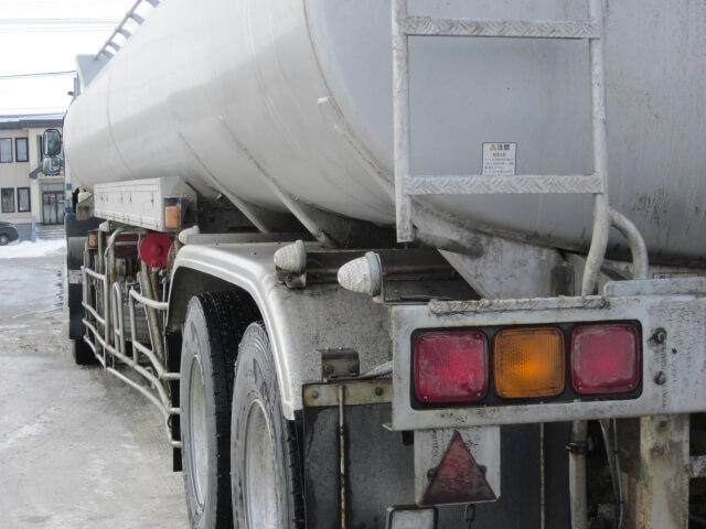 トラックの燃費性能は改善できる!燃費が悪い原因や効果的な燃費向上法を大紹介!