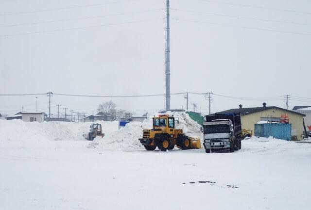 雪道でトラックがスタックした場合の脱出方法