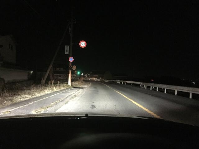 視覚を確保し的確な道路状況把握のためには効果的なヘッドライト切り替えが必要