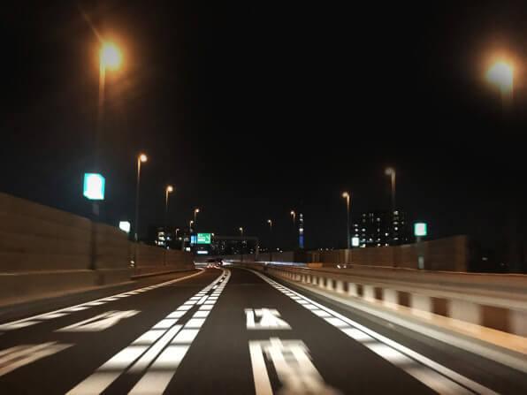 トラック夜間走行のポイントとは?トラックで夜間運転を行う際の注意点や安全運転・交通事故対策を徹底解説!
