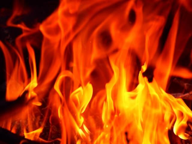 恐ろしい車両火災!トラックでの主な車両火災原因や効果的な車両火災対策とは?