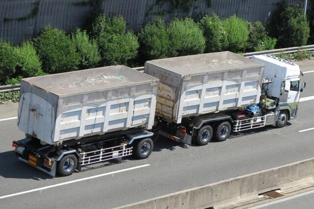 大量輸送を実現する牽引貨物自動車とは