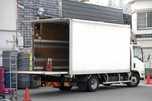積み荷の積載量・輸送距離で最適なトラックの車両区分やボディタイプは異なる
