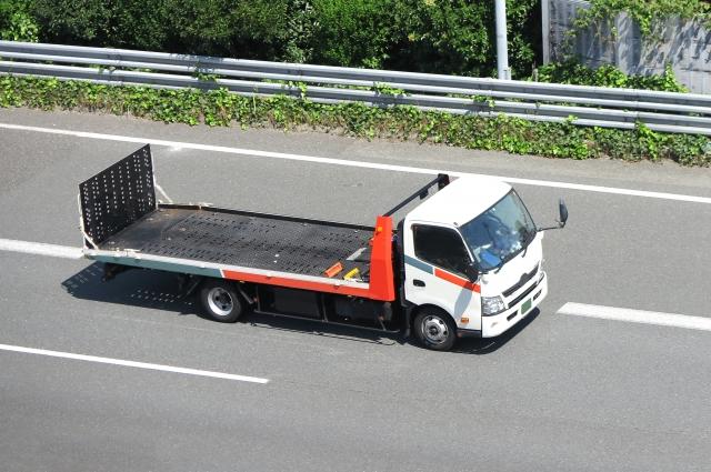 車両搬送に用いられる車両運搬車(キャリアカー、回送車)とは?