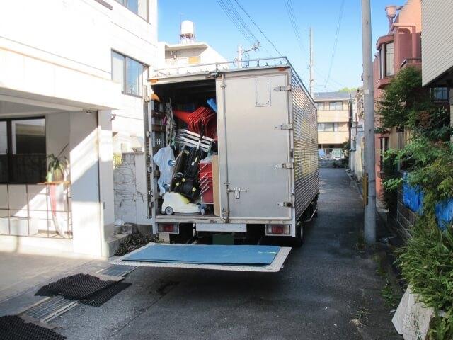 中古トラックにパワーゲート取付けは可能?パワーゲートの種類と特徴、費用とは?