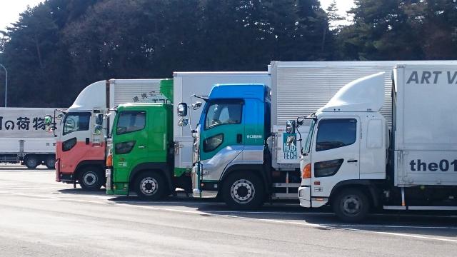 大量輸送を実現する大型トラックは長距離輸送業務に活用されることが多い