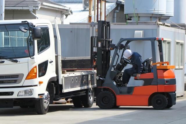 小回りと積載能力を両立させ多くのルート配送で活躍する中型トラックとは?