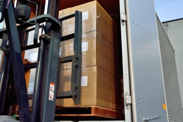 大型トラックの積載性能や荷役作業性を向上させる快適装備は?