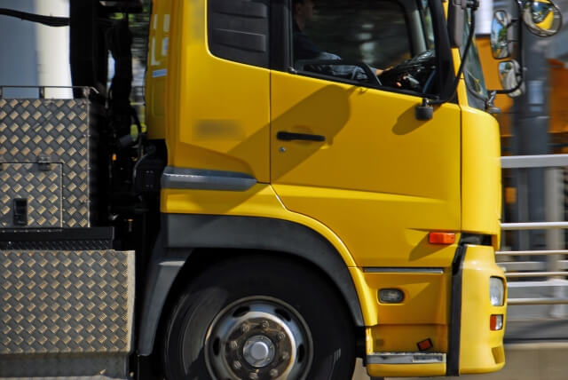 運転難易度が高い大型トラックには最上級の安全装備が搭載されている?