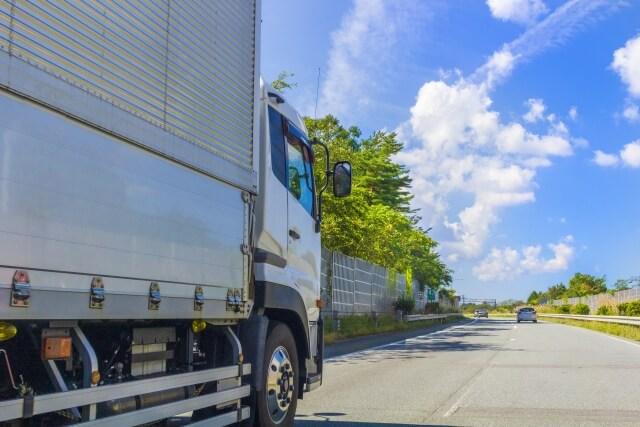 タコグラフはトラックの運行状態を刻々と記録する運行記録計