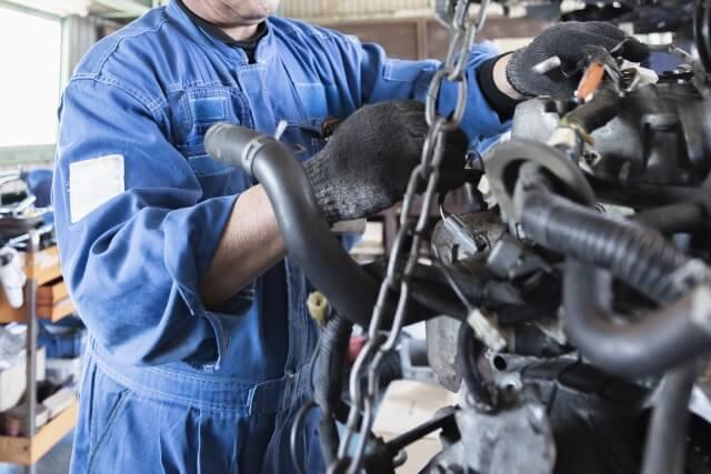 自動車の分解整備は国家資格を持つ整備士所属の整備工場で行う必要がある