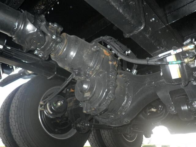 トラックの駆動力ロス防止機能デフロックの仕組みや使用時の注意点、修理費用相場などを徹底解説!
