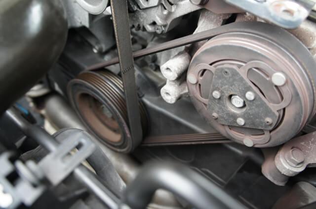 エンジンブローに繋がる!ファンベルトの主な故障原因と対処法・修理費用目安とは?
