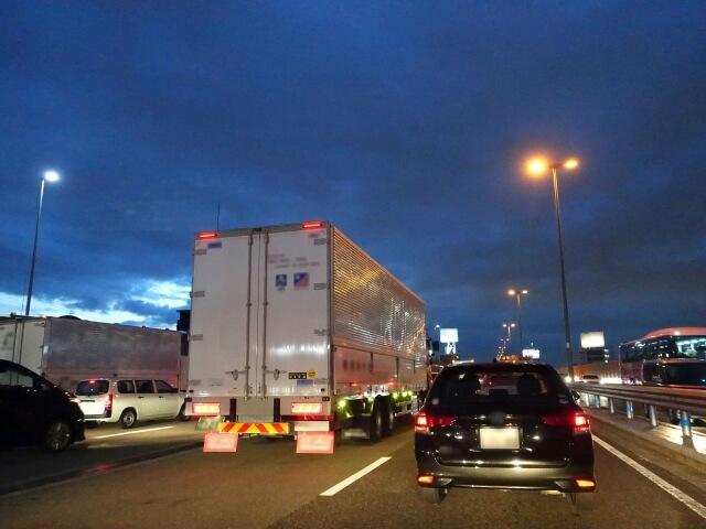 国内物流の主役トラック輸送!しかしトラック運転手不足は深刻化している