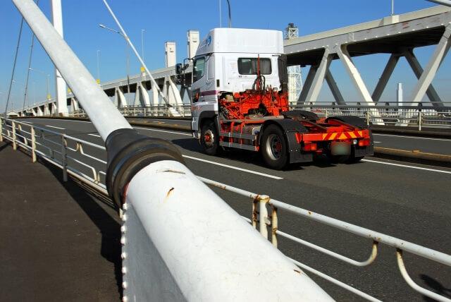 牽引貨物自動車にはフルトレーラーとセミトレーラーが存在する