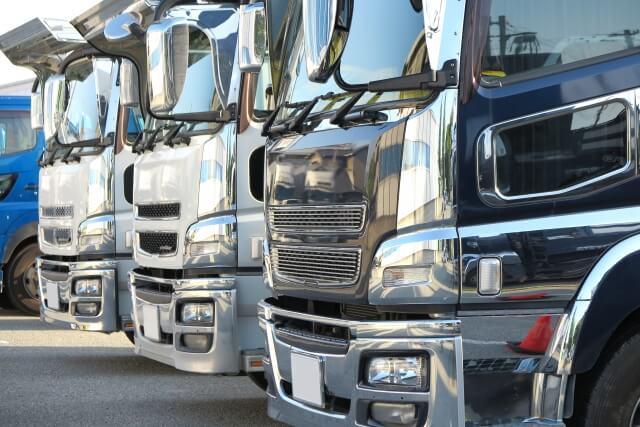 巨大なトラックのハンドルを初めて握るドライバーは恐怖を感じる?