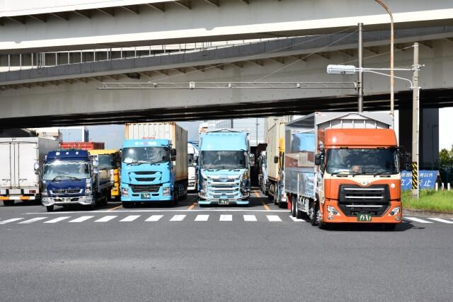 トラックは年間走行距離に比例して汚れが蓄積する!