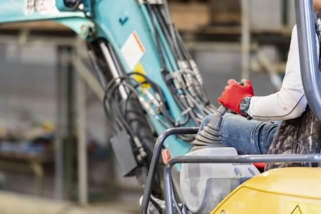 多くの重機・建設機械の運転や操作は労働安全衛生法の規制を受ける
