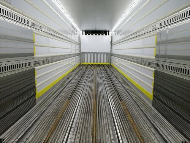 荷室重量分の最大積載量が減少する箱車にとって荷室素材は重要なポイントとなる