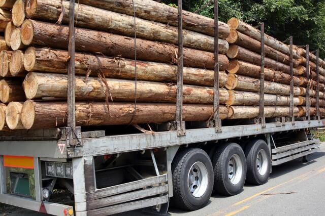 年間走行距離が大きなトラックの全荷重を支えるサスペンションは経年劣化する?