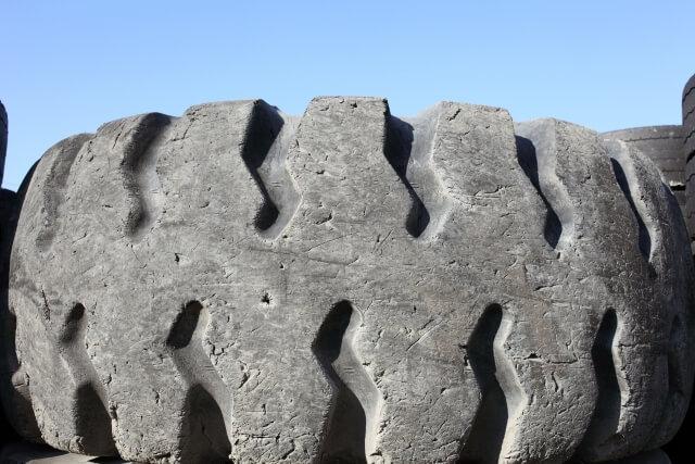 トラックに装着するタイヤはチューブの有無や構造で分類される