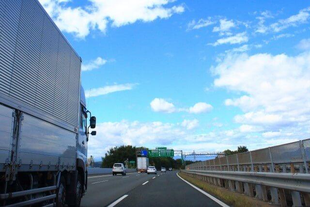 老朽化に直結する走行距離は中古トラック選びの重要情報