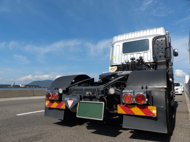 様々な車両区分が存在するトラクターヘッド