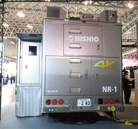 ゆとりある室内スペース確保のため「4K拡幅中継車」は拡幅タイプとなっている...ザ・トラック