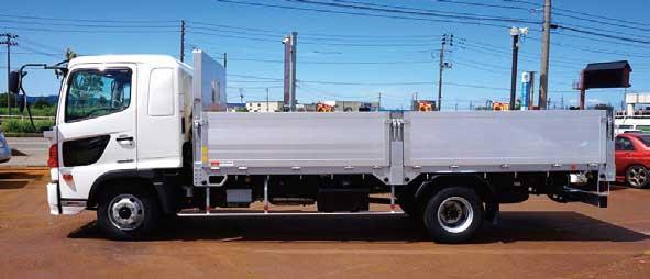 トランテックス製平ボデーを架装したメーカー完成車も人気の車種である...ザ・トラック