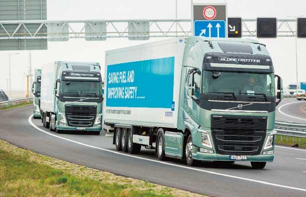 VOLVOの隊列は3台構成。本拠地瑞イエテボリから1300km走行してゴールした。フランスのトラック名門Renoult Trucksと米Mackという歴史有るブランドを傘下に持つボルボは、二重投資を避けて今回のラリーにはRenault車は参加させなかった。同車のユーザーは微妙な受け取り方であったかも知れない。...ザ・トラック