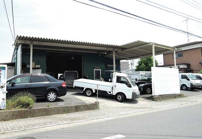 ワンボックス専門に扱う会社の工場も東光冷熱のすぐ近くにある...ザ・トラック