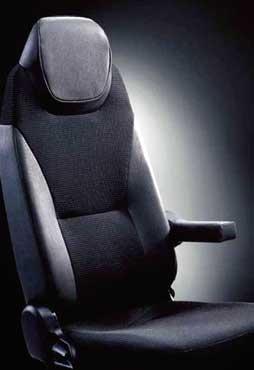 ホールド性を向上させたサイドサポートを採用の運転席シート...ザ・トラック