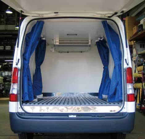 ワンボックスの冷凍車。同社でボデー改造から冷凍装置の取り付けまでを一貫して行っている...ザ・トラック