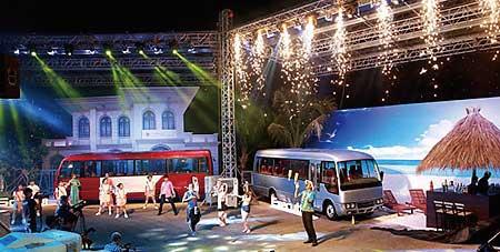 ベトナムでの「ローザ」発表イベント...ザ・トラック